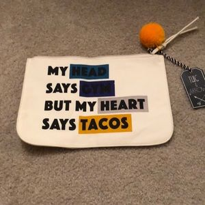 🌮Large cosmetics bag NWT🌮